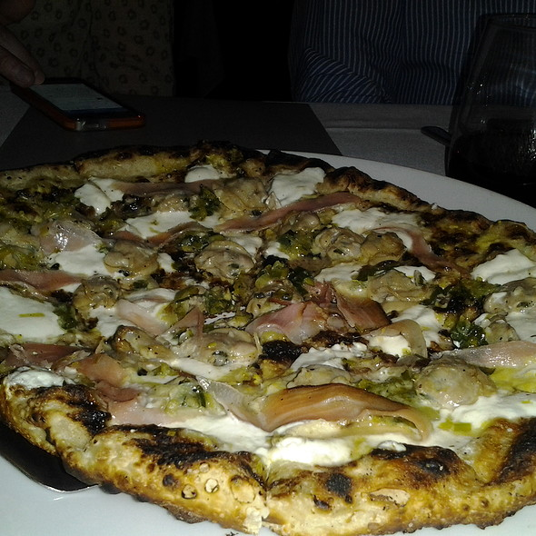 Flo's Clam Shack Pizza @ Bocce Wine Bar & Tapas