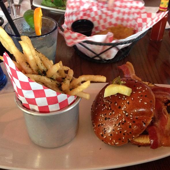Bacon & Pineapple Burger @ Paradisso 37