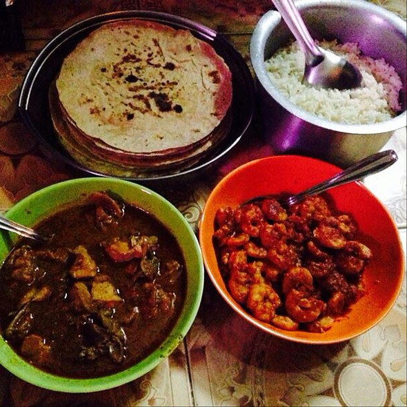 Homemade Chicken Curry, Prawns Vindaloo And Rotis @ Kurla West