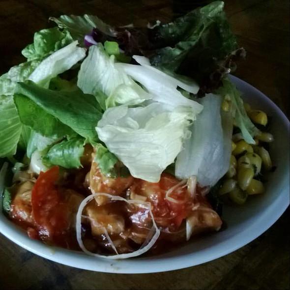 green salad @ Candies, Bandra