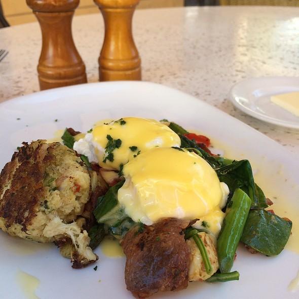 Eggs Benedict Oscar @ Brio Tuscan Grille - Towne Square