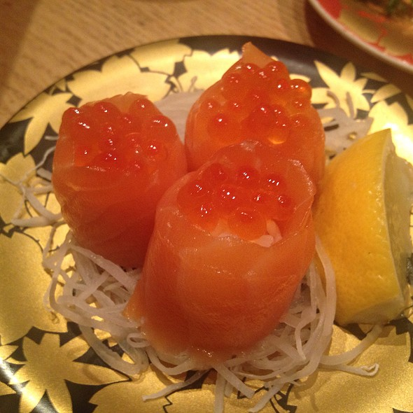 Salmon And Salmon Roe Sushi
