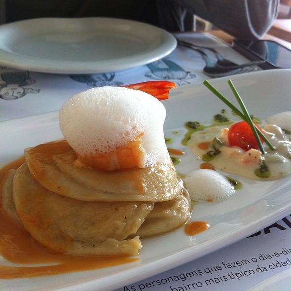 Raviolis De Camarão E Ar De Trufas Brancas @ Restaurante O Bairro