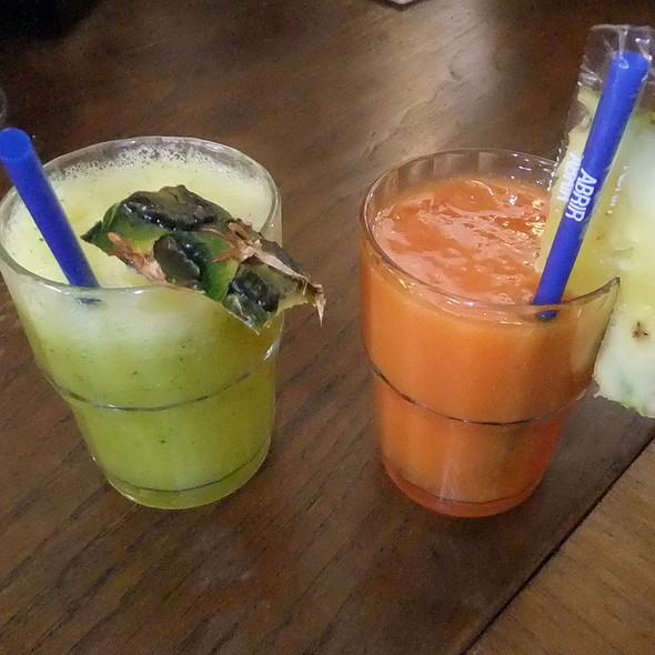 Pineapple with mint juice and tropical juice @ Pois, Café