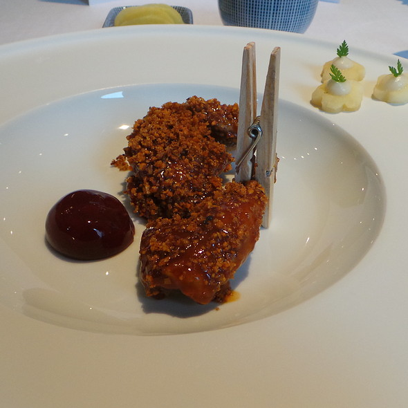 Lotus-Wachtel, Pflaume, Wasserkastanie @ Restaurant Tim Raue