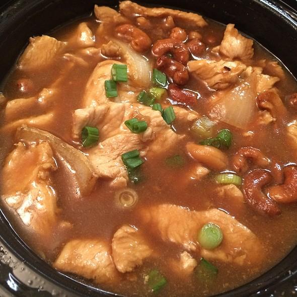 Cashew Chicken - Tara Thai, Falls Church, VA