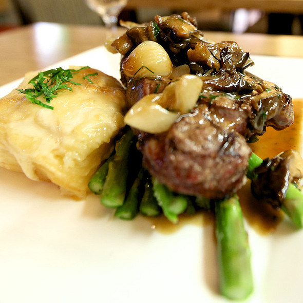 Steak with wild mushrooms and potato gratin - Moreton Fig, Los Angeles, CA