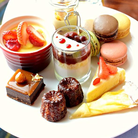 Desserts @ Blue Bar Four Seasons Hong Kong