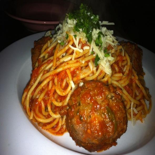Spaghetti With Meatballs @ Emmy's Spaghetti Shack