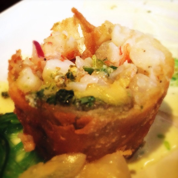 Rock Shrimp Avocado Lumpia @ Va De Vi Bistro & Wine Bar