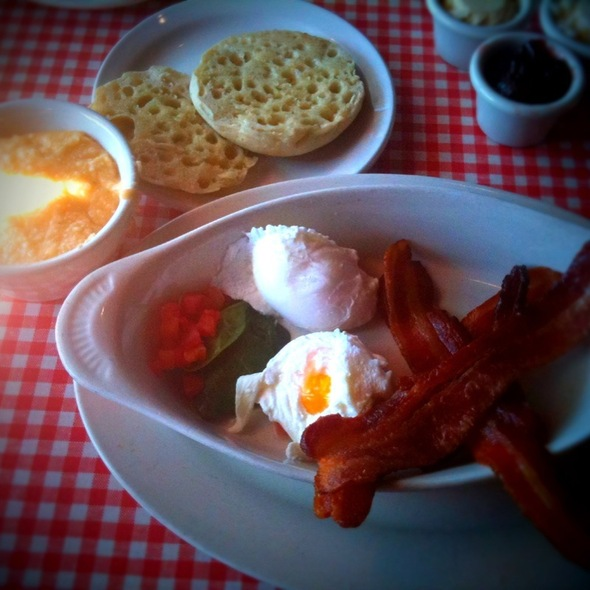 Poached Eggs, Thick Cut Bacon & Cheese Grits   @ Lynn's Paradise Cafe