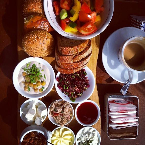 Breakfast @ Landwer Cafe (De Shalit Square)