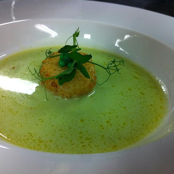 Grüne Thaicurrysuppe Mit Gebackemer St.Jacques