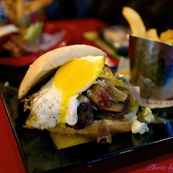 Black and Bleu @ Red Robin Gourmet Burgers