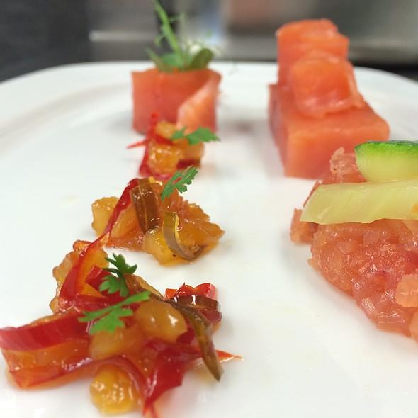 Sashimi Lachs Mit Ananas-Chilli-Chutney