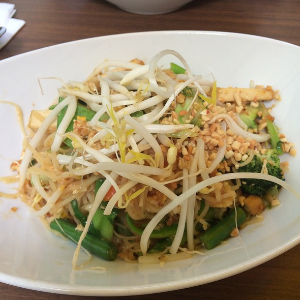 Tofu And Vegetable Pad Thai @ Ratee Thai