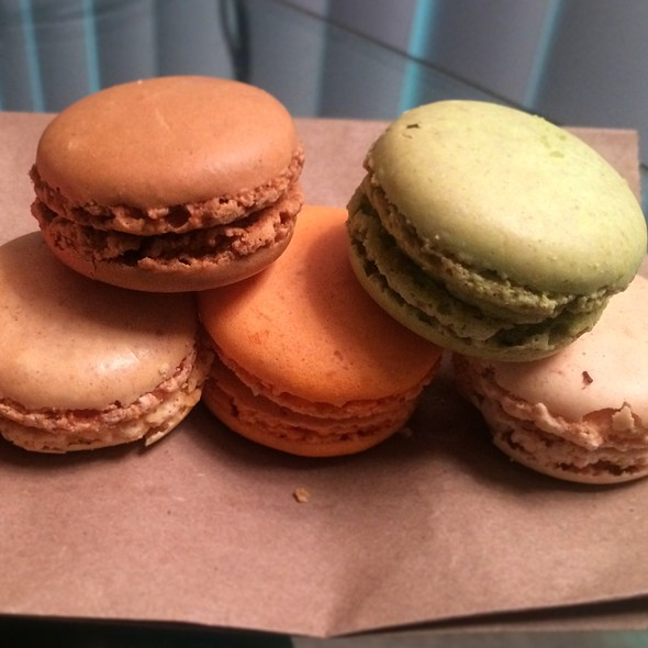 Macarons @ Sweet Cafe 1739
