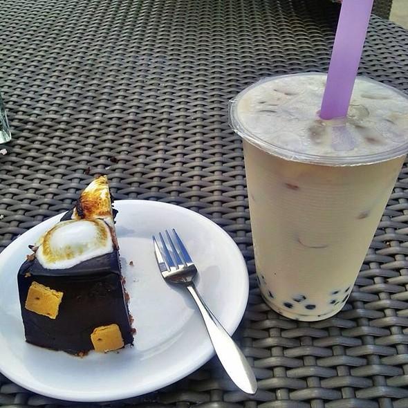 Smores Cake & Vanilla Milktea