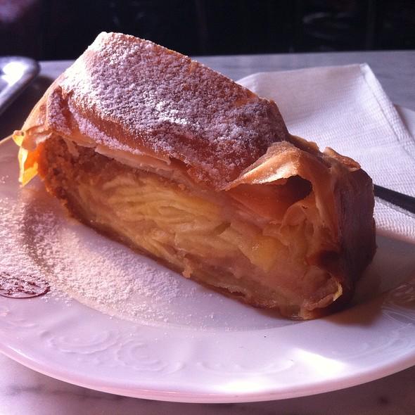 Apfelstrudel @ Manfred Staub Cafe' Sperl