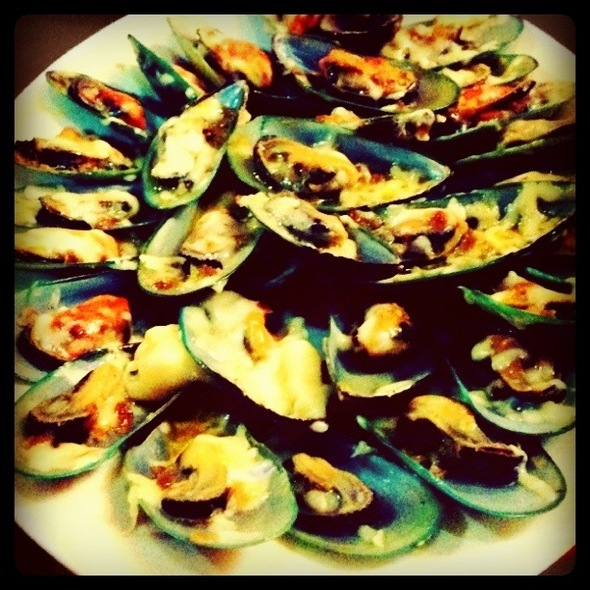 Baked Mussels @ Dampa, Macapagal