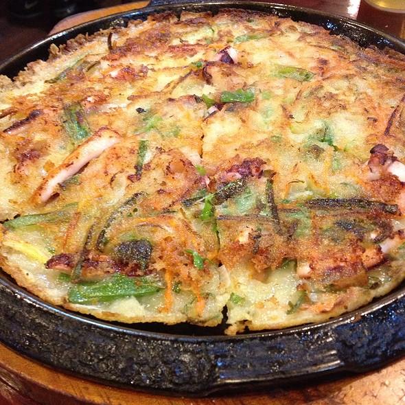 Haemul Pajeon (Seafood Pancake)