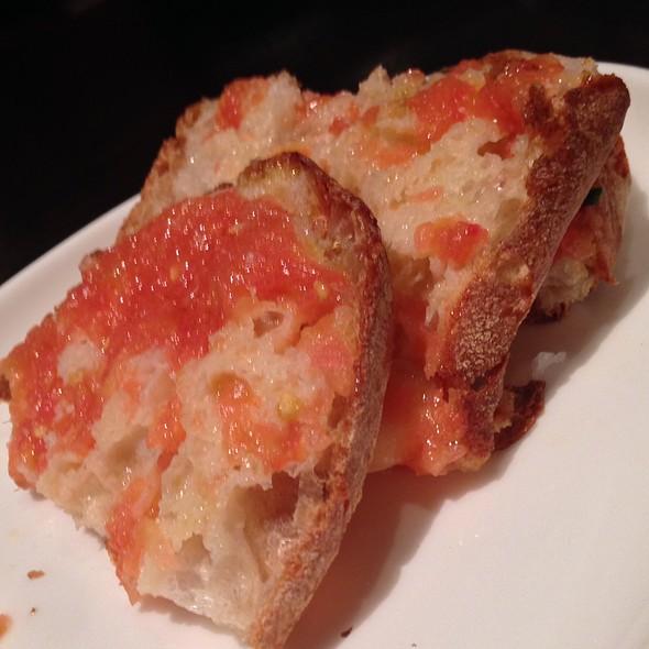Pan De Cristal Con Tomato Fresco