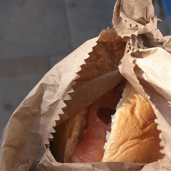 Salmon And Cream Cheese Beigel