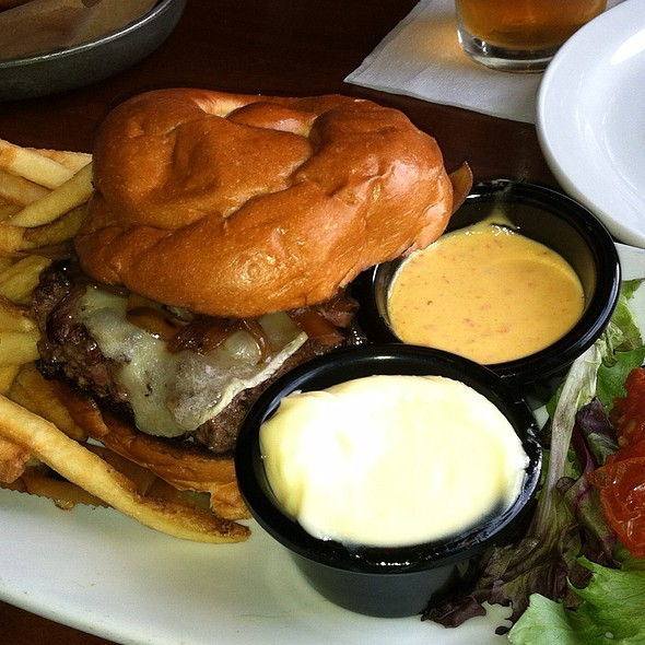 Kobe Cheeseburger @ Brick House Tavern + Tap
