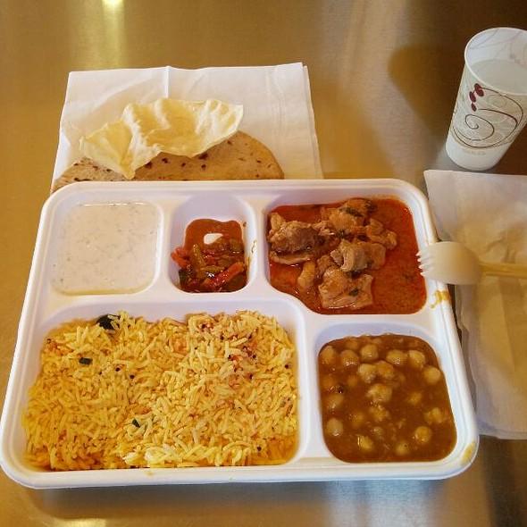 Chicken Do Pyaza @ Vik's Chaat Corner