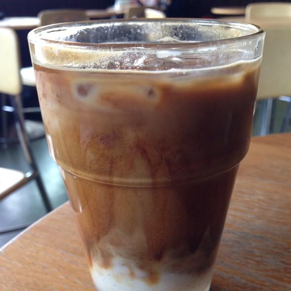 Iced Cardamom Vanilla Latte @ Voxx Coffee