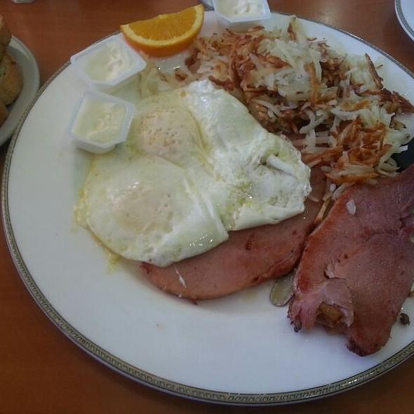 Ham And Eggs @ Rainbow Restaurant and Pancake
