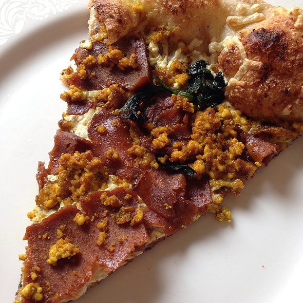 Vegan Scrambled Eggs & Bacon Pizza