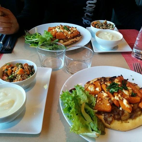 Pizette ,velouté de choux & salade de lentilles @ Les Pipelettes