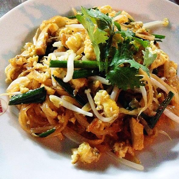 Pad Thai With Prawn Head Juices @ ทิพย์สมัย (ผัดไทยประตูผี) Thip Samai