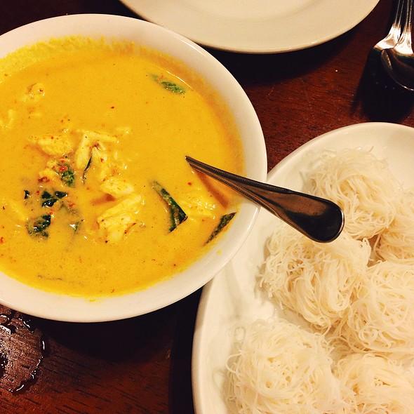 Crab Meat Coconut Milk Turmeric Curry @ ระย้า (Raya)