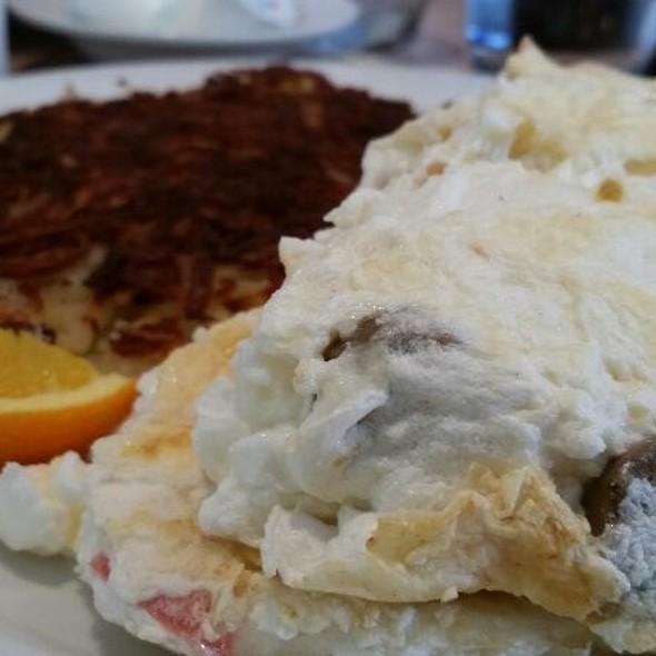 California Sunrise Omelette @ Windy City Cafe