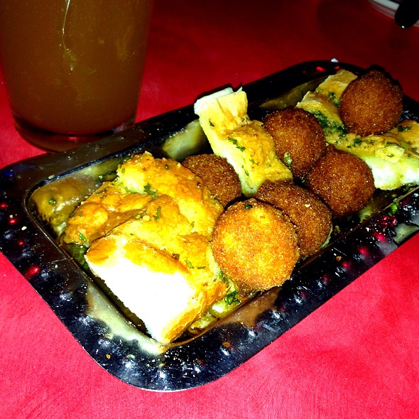 Garlic Bread And Hushpuppies @ Nates Seafood & Steak House