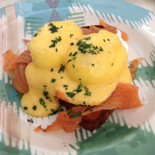 Eggs Benedict With Smoked Salmon On Brioche @ The Pig & Pastry