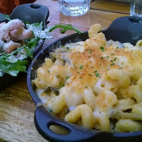 Mac & Greens @ Red Rooster