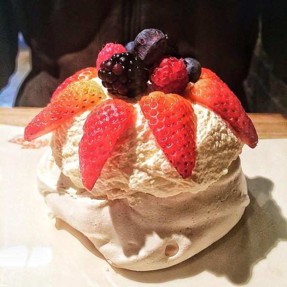 pavlova with berries and cream