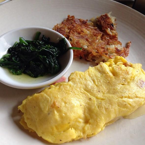 3-Egg Omelet - Q Kitchen|Bar - Hyatt Regency, San Antonio, TX