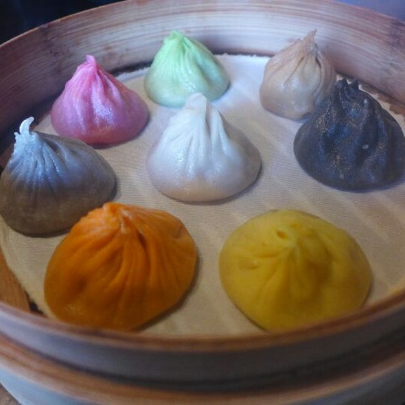 8 Flavors Of Shanghai Dumplings (Xiao Long Bao) - Truffle, Foie Gras, Cheese, Ginseng, Crab, Garlic, Szechuan Pepper, Traditional  @ Paradise Dynasty (ION Orchard)