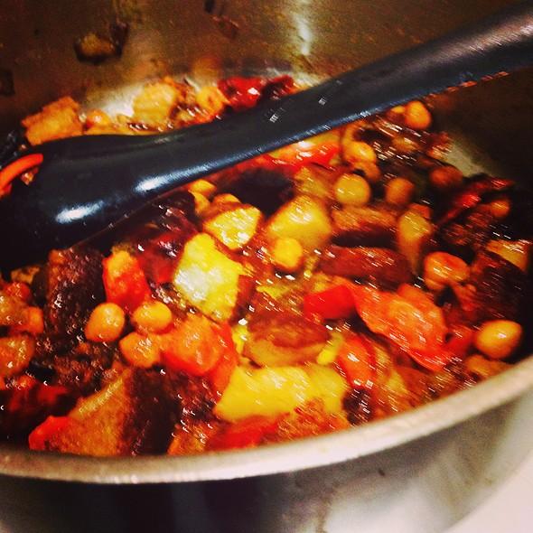 Salsa Romesco con peras @ Santo Restaurante & Deli