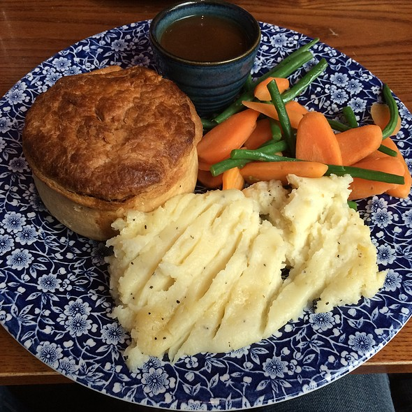 Chicken And Vegetable Pie @ The Flying Horse (Wetherspoon)