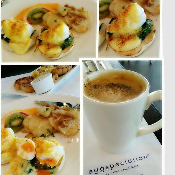 Benidect Eggs @ Eggspectation Restsurant