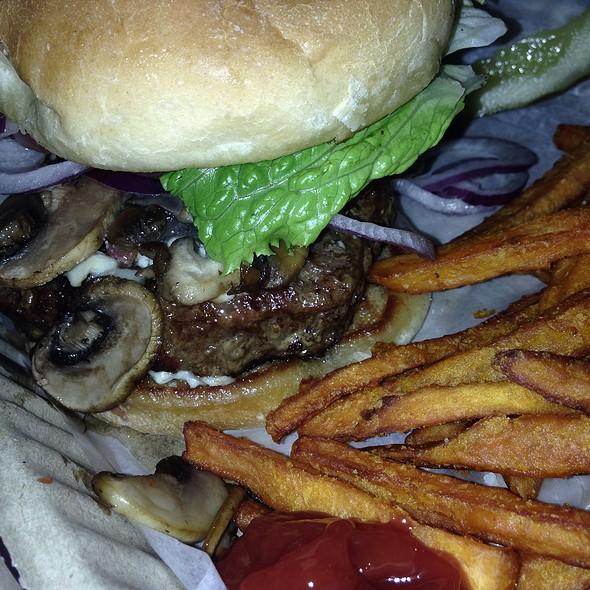 Mushroom Blue Cheese Burger @ The Old Tavern At Grafton - the Grafton Inn