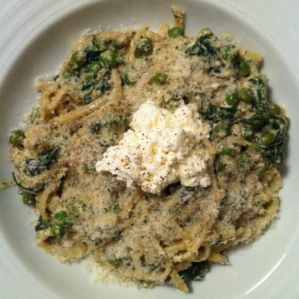 Linguini With Homemade Pesto, Peas, Spinach And Fresh Ricotta @ Cafe Martin