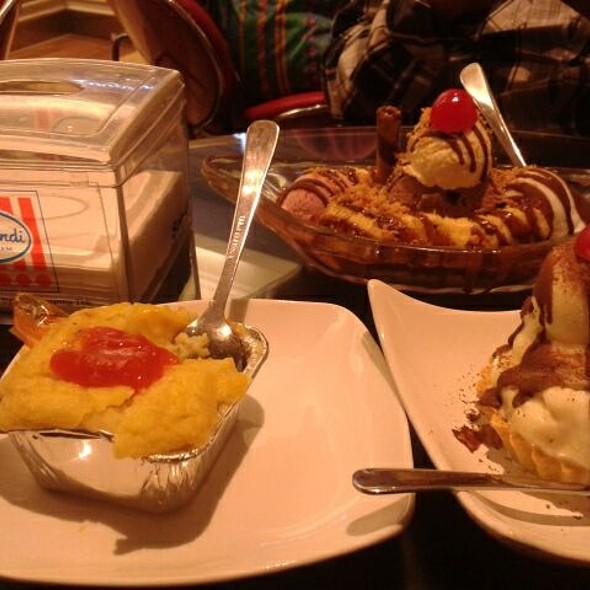 Grandma's Pie, Pastel Tutup & Banana Split