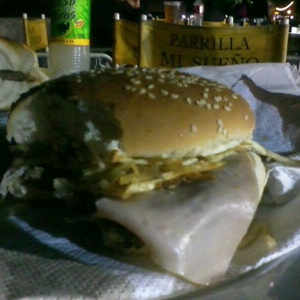 Hamburguesa De Jamón Y Queso Con Papas @ Parrilla Mi Sueño