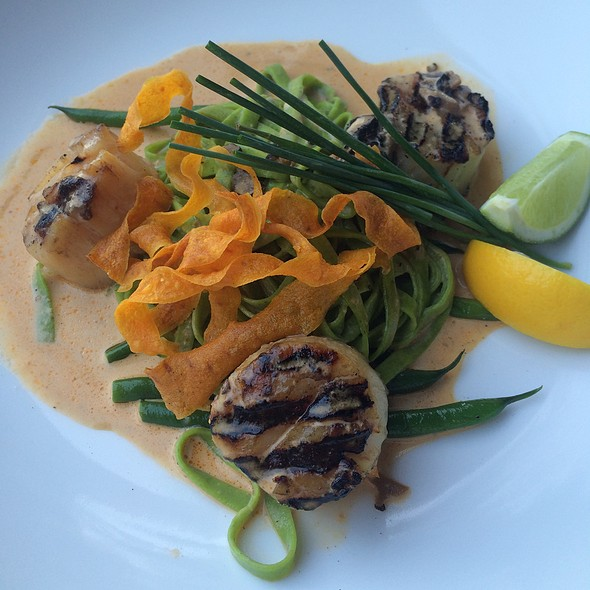 Scallops With Spinach Fettucini With Lobster-Cream Sauce @ Louie's Backyard